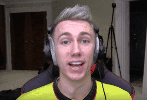Miniminter-Wearing-Beyerdynamic-Headphones